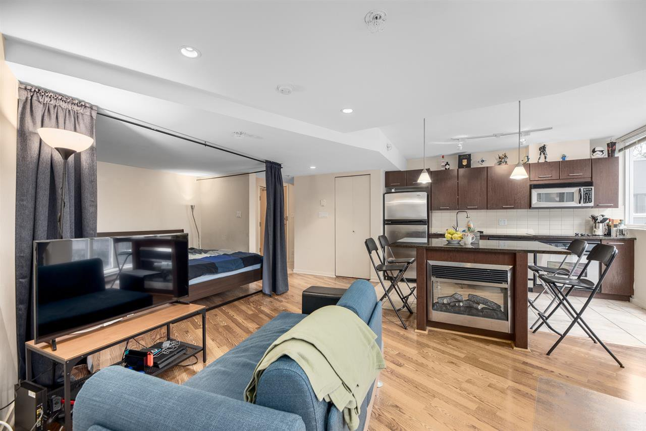 """Main Photo: 302 1199 SEYMOUR Street in Vancouver: Downtown VW Condo for sale in """"BRAVA"""" (Vancouver West)  : MLS®# R2428996"""