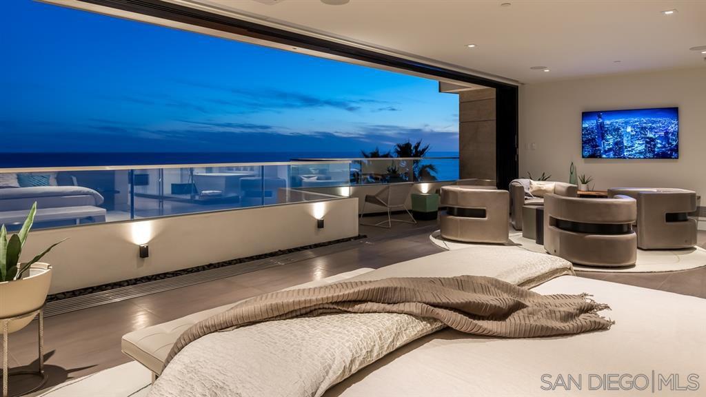 Photo 14: Photos: House for sale : 4 bedrooms : 311 Sea Ridge Dr in La Jolla