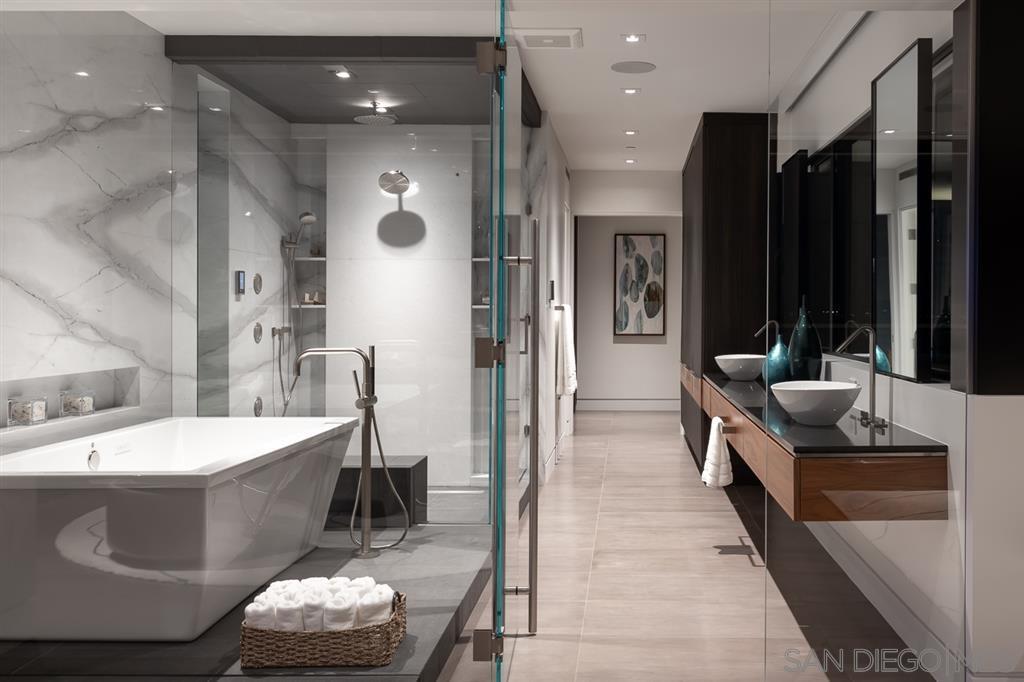 Photo 15: Photos: House for sale : 4 bedrooms : 311 Sea Ridge Dr in La Jolla