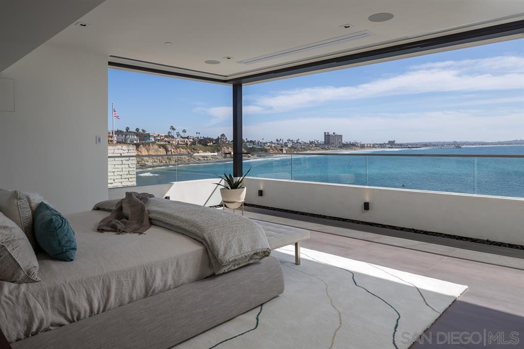 Photo 13: Photos: House for sale : 4 bedrooms : 311 Sea Ridge Dr in La Jolla