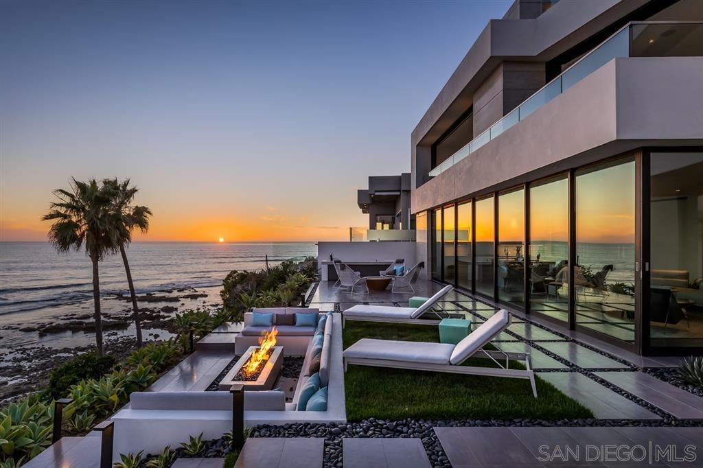 Photo 12: Photos: House for sale : 4 bedrooms : 311 Sea Ridge Dr in La Jolla