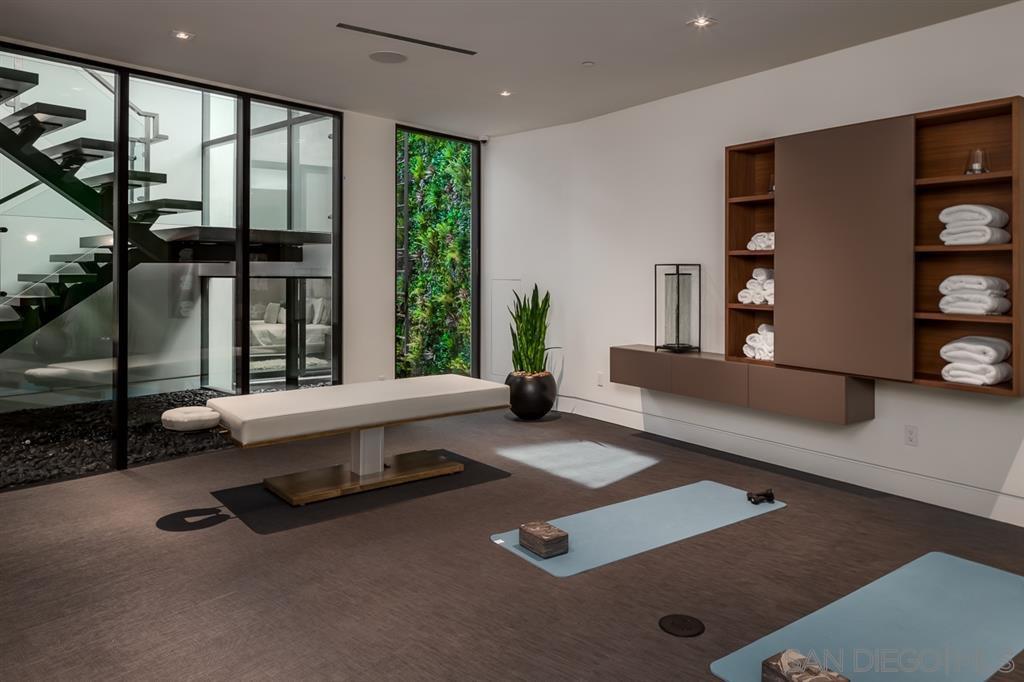 Photo 16: Photos: House for sale : 4 bedrooms : 311 Sea Ridge Dr in La Jolla
