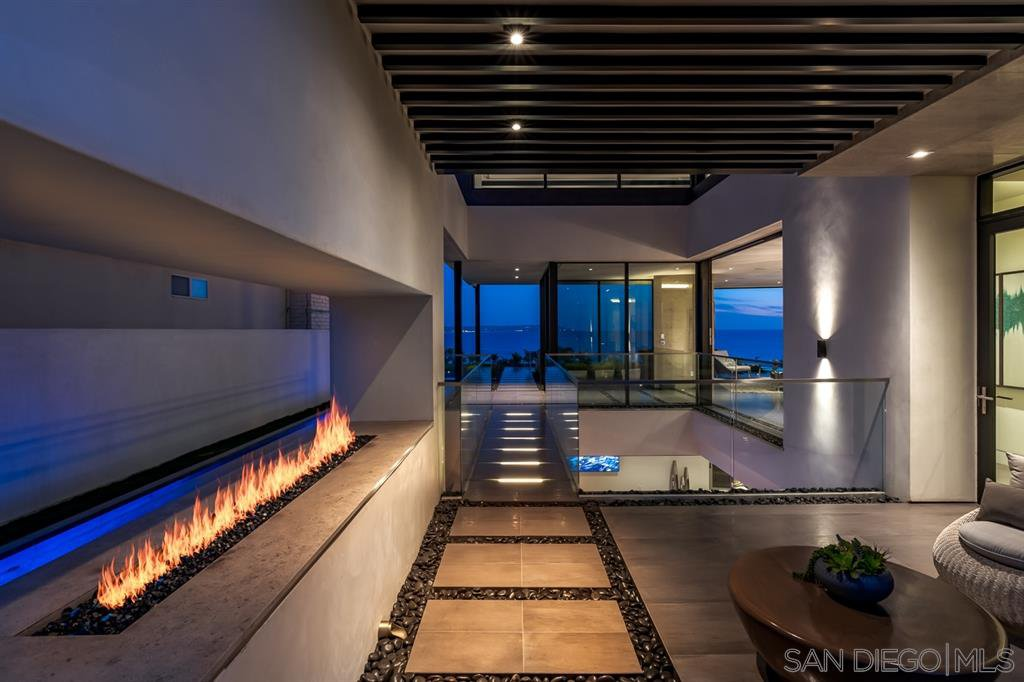 Photo 10: Photos: House for sale : 4 bedrooms : 311 Sea Ridge Dr in La Jolla