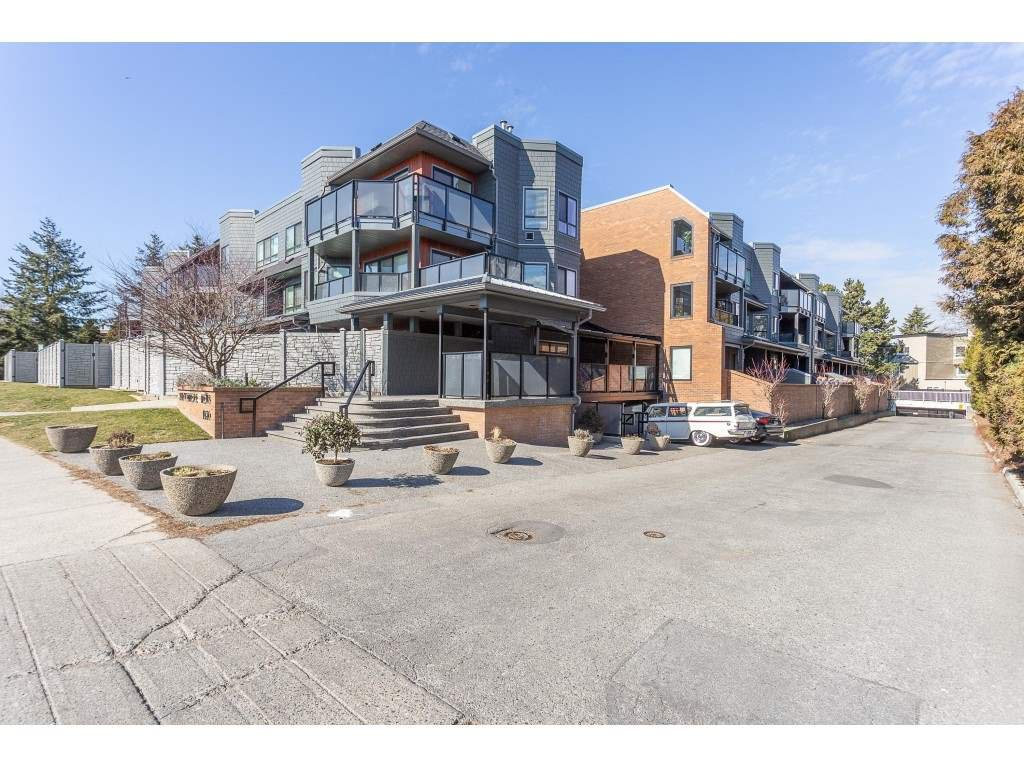 """Main Photo: 307 1830 E SOUTHMERE Crescent in Surrey: Sunnyside Park Surrey Condo for sale in """"Southmere Mews"""" (South Surrey White Rock)  : MLS®# R2466691"""