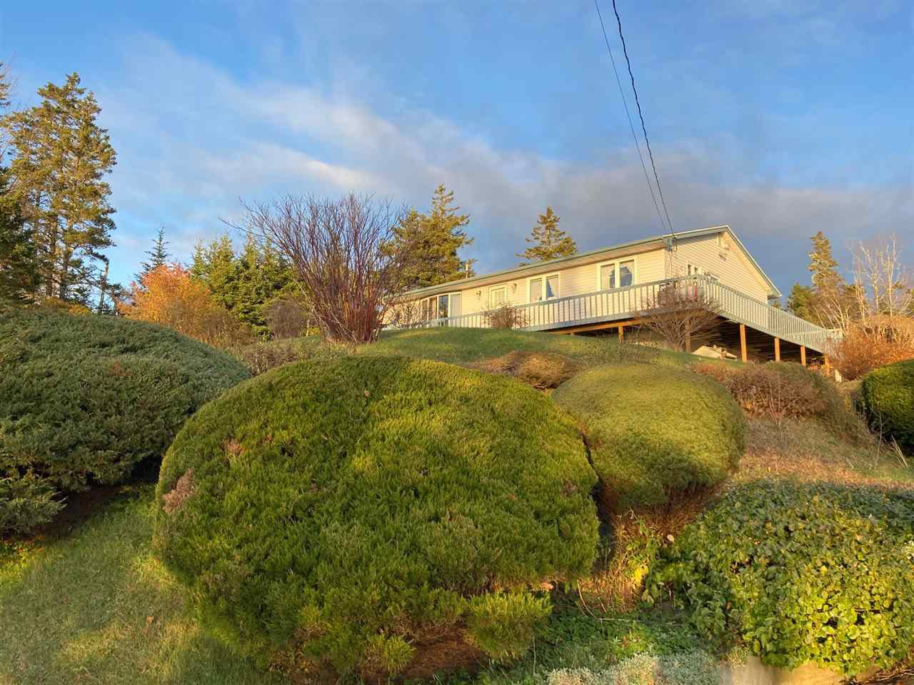Main Photo: 801 Ostrea Lake Road in Ostrea Lake: 35-Halifax County East Residential for sale (Halifax-Dartmouth)  : MLS®# 202023859