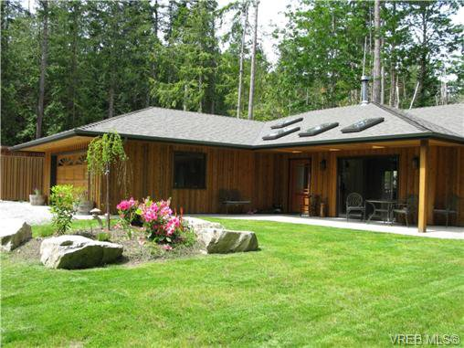 Main Photo: 122 Menhinick Dr in SALT SPRING ISLAND: GI Salt Spring House for sale (Gulf Islands)  : MLS®# 709248