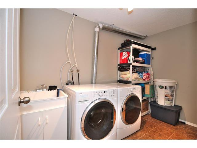Photo 32: Photos: 633 EVERMEADOW Road SW in Calgary: Evergreen House for sale : MLS®# C4044099