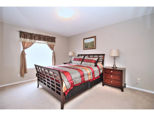 Photo 20: Photos: 633 EVERMEADOW Road SW in Calgary: Evergreen House for sale : MLS®# C4044099
