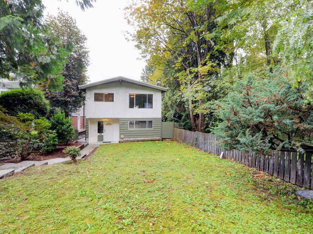 Photo 2: Photos: 537 W 15TH Street in North Vancouver: Central Lonsdale House for sale : MLS®# R2120937