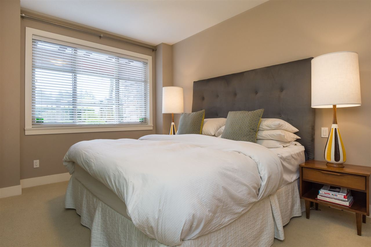 """Photo 13: Photos: 105 16447 64 Avenue in Surrey: Cloverdale BC Condo for sale in """"St. Andrew's"""" (Cloverdale)  : MLS®# R2159820"""
