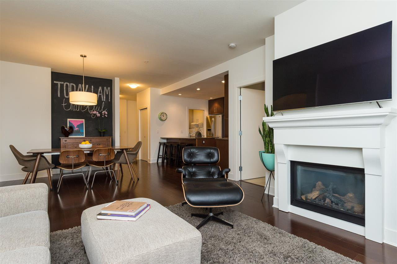 """Photo 8: Photos: 105 16447 64 Avenue in Surrey: Cloverdale BC Condo for sale in """"St. Andrew's"""" (Cloverdale)  : MLS®# R2159820"""