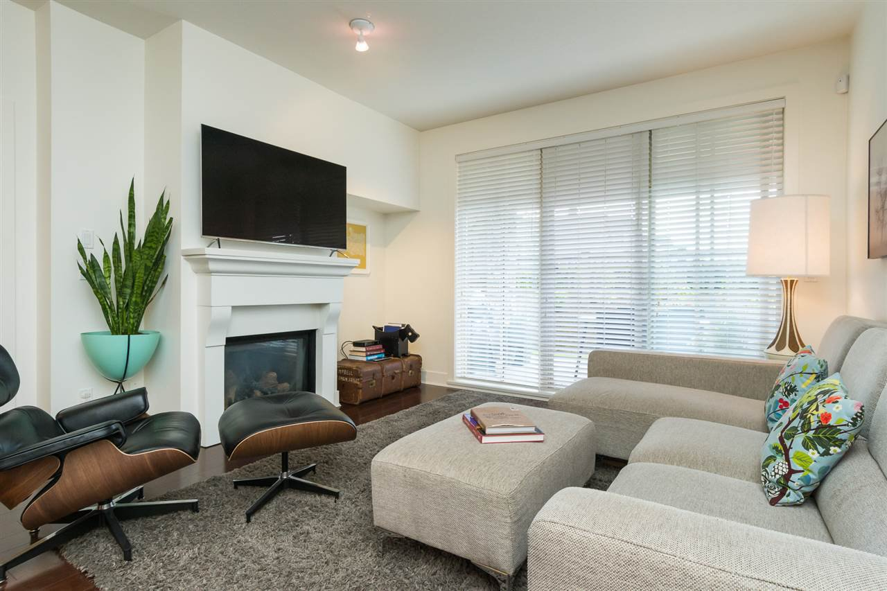 """Photo 9: Photos: 105 16447 64 Avenue in Surrey: Cloverdale BC Condo for sale in """"St. Andrew's"""" (Cloverdale)  : MLS®# R2159820"""