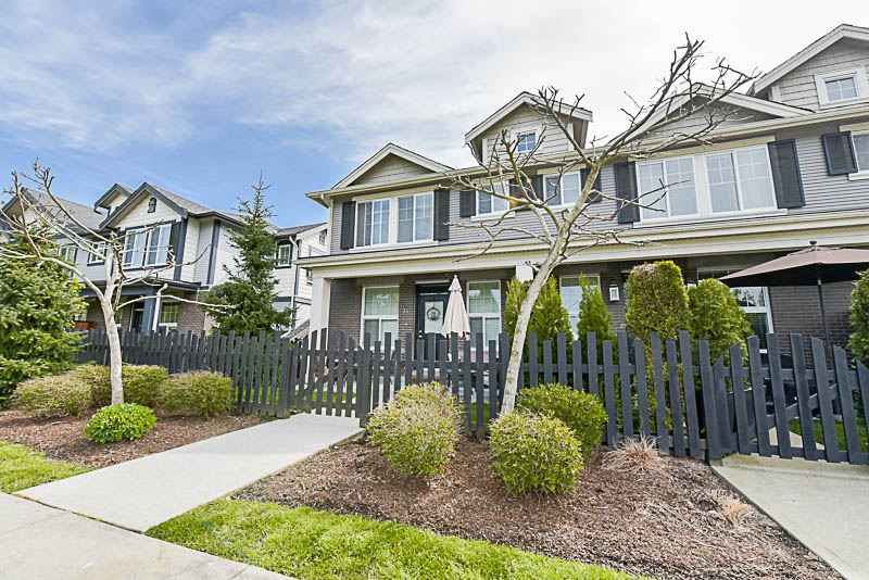 """Main Photo: 34 20831 70 Avenue in Langley: Willoughby Heights Townhouse for sale in """"Radius"""" : MLS®# R2164306"""