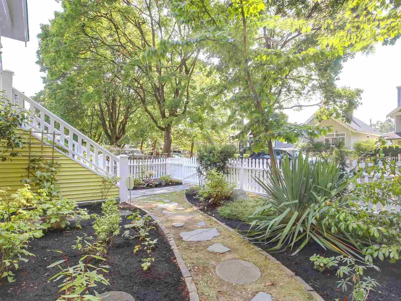 Photo 2: Photos: 1761 E 13TH AVENUE in Vancouver: Grandview VE House for sale (Vancouver East)  : MLS®# R2202018