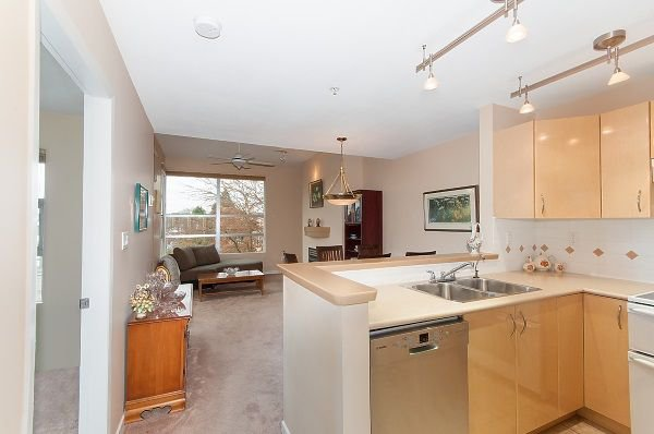 "Photo 3: Photos: 407 3023 W 4TH Avenue in Vancouver: Kitsilano Condo for sale in ""Delano"" (Vancouver West)  : MLS®# R2253854"