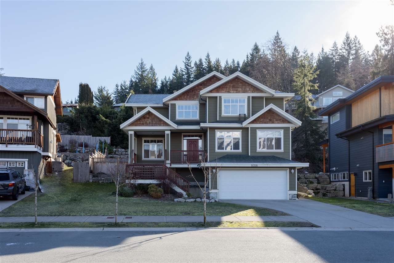 "Main Photo: 1058 JAY Crescent in Squamish: Garibaldi Highlands House for sale in ""THUNDERBIRD CREEK"" : MLS®# R2301322"