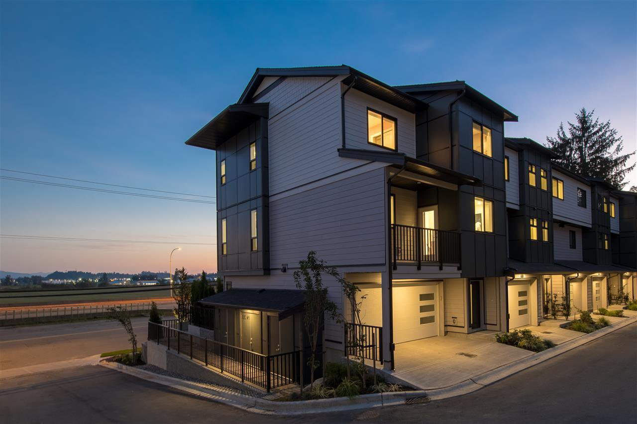 """Main Photo: 9 34825 DELAIR Road in Abbotsford: Abbotsford East Townhouse for sale in """"Breeze"""" : MLS®# R2399984"""