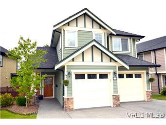 Main Photo: 3979 South Valley Dr in VICTORIA: SW Strawberry Vale House for sale (Saanich West)  : MLS®# 587012