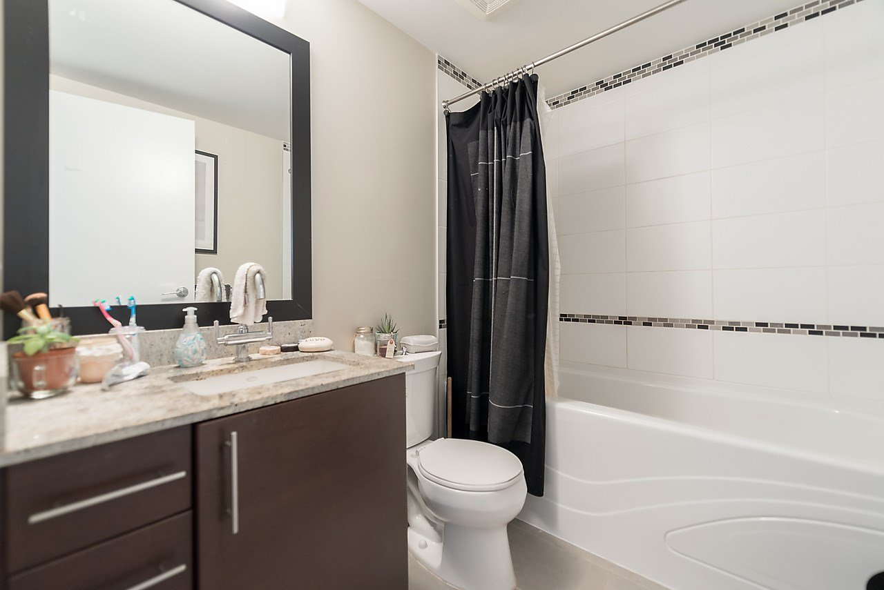 "Photo 15: Photos: 303 14200 RIVERPORT Way in Richmond: East Richmond Condo for sale in ""Waterstone Pier"" : MLS®# R2048862"