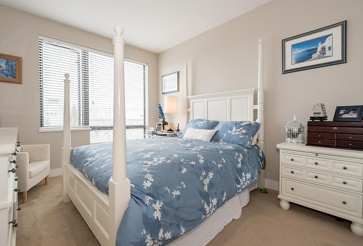 "Photo 12: Photos: 303 14200 RIVERPORT Way in Richmond: East Richmond Condo for sale in ""Waterstone Pier"" : MLS®# R2048862"