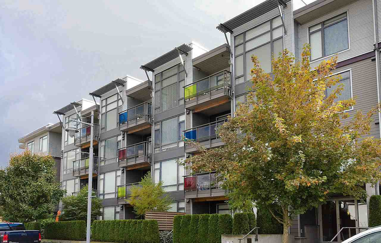 "Photo 1: Photos: 303 14200 RIVERPORT Way in Richmond: East Richmond Condo for sale in ""Waterstone Pier"" : MLS®# R2048862"