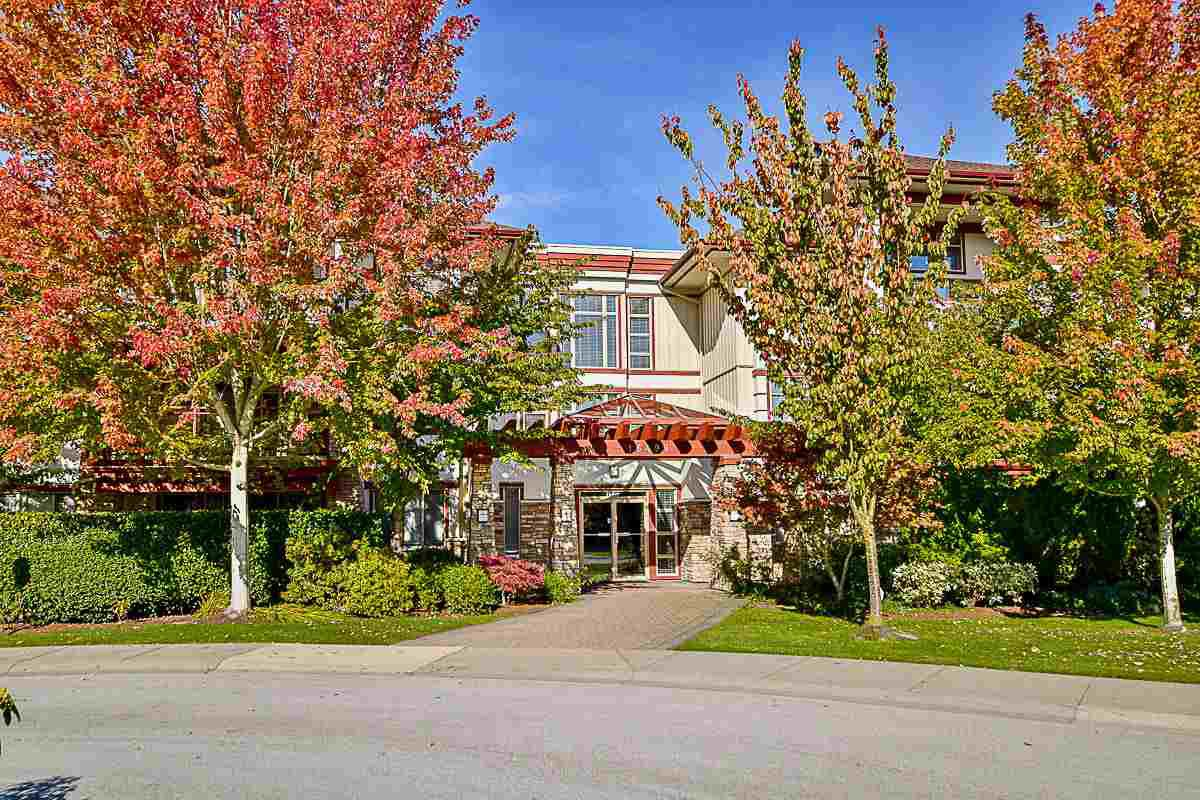 "Main Photo: 106 16499 64 Avenue in Surrey: Cloverdale BC Condo for sale in ""St. Andrews at Northview"" (Cloverdale)  : MLS®# R2116856"
