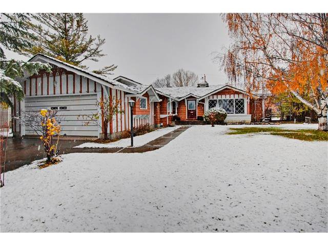 Main Photo: 1240 CROSS Crescent SW in Calgary: Chinook Park House for sale : MLS®# C4087966