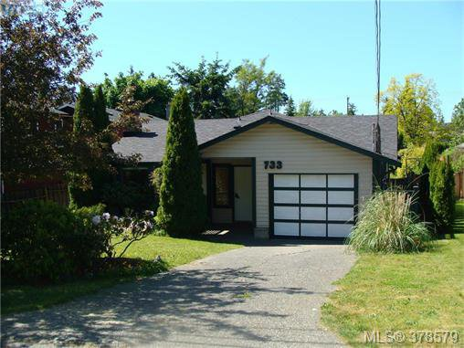 Main Photo: 733 Miller Avenue in VICTORIA: SW Royal Oak Single Family Detached for sale (Saanich West)  : MLS®# 378579