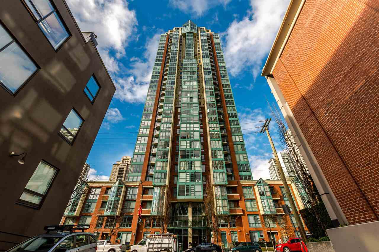 "Main Photo: 406 939 HOMER Street in Vancouver: Yaletown Condo for sale in ""PINNACLE"" (Vancouver West)  : MLS®# R2238757"