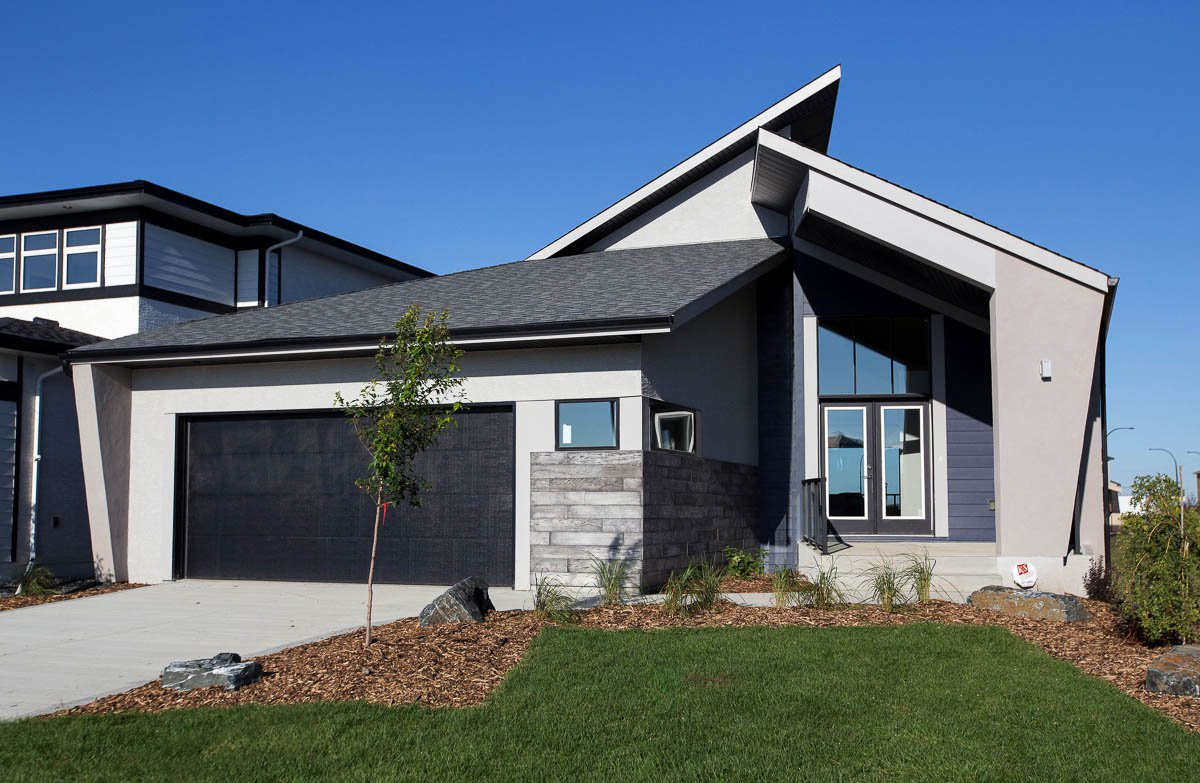 Main Photo: 10 Camira Way in Winnipeg: Charleswood Single Family Detached for sale (1H)