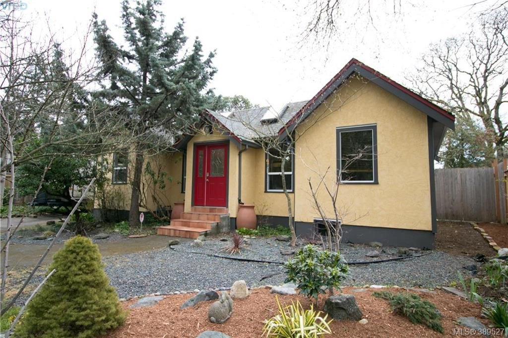 Main Photo: 671 Kelly Road in VICTORIA: Co Hatley Park Single Family Detached for sale (Colwood)  : MLS®# 389527