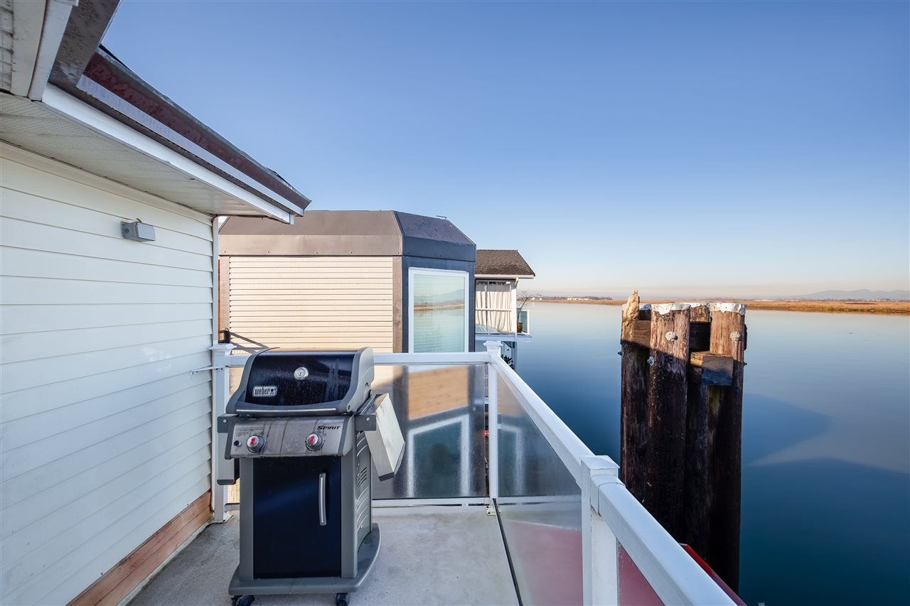 "Photo 17: Photos: 6 3871 W RIVER Road in Ladner: Ladner Rural House for sale in ""LADNER REACH MARINA"" : MLS®# R2324406"