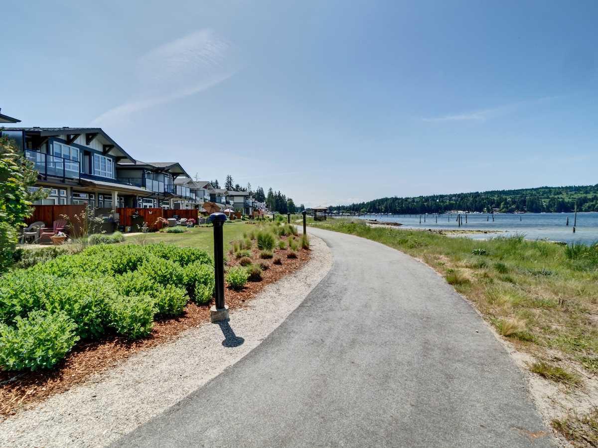 "Main Photo: 5927 BEACHGATE Lane in Sechelt: Sechelt District Townhouse for sale in ""Edgewater"" (Sunshine Coast)  : MLS®# R2328680"