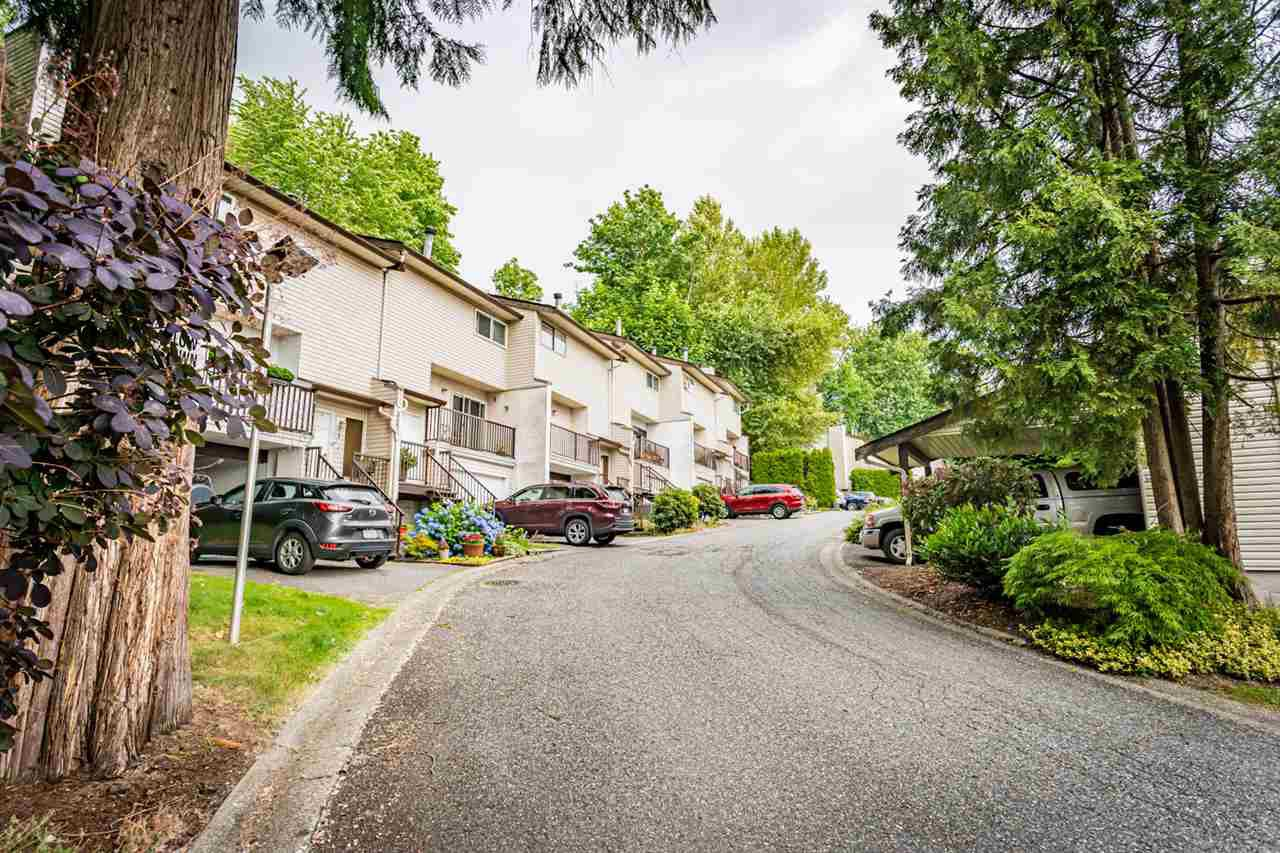 "Main Photo: 13 32705 FRASER Crescent in Mission: Mission BC Townhouse for sale in ""BLACK BEAR ESTATES"" : MLS®# R2382548"