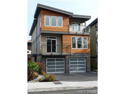 Main Photo: 119 St. Lawrence Street in VICTORIA: Vi James Bay Strata Duplex Unit for sale (Victoria)  : MLS®# 331823