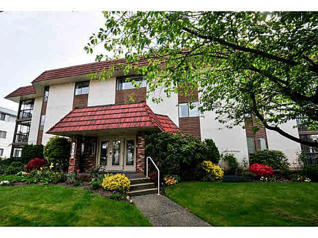 "Main Photo: 206 1458 BLACKWOOD Street: White Rock Condo for sale in ""CHAMPLAIN MANOR"" (South Surrey White Rock)  : MLS®# F1439941"