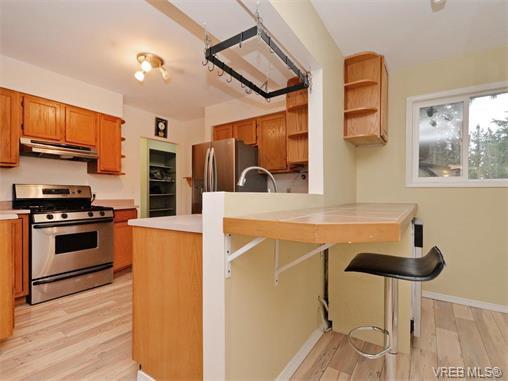 Photo 5: Photos: 985 Haslam Avenue in VICTORIA: La Glen Lake Single Family Detached for sale (Langford)  : MLS®# 374186