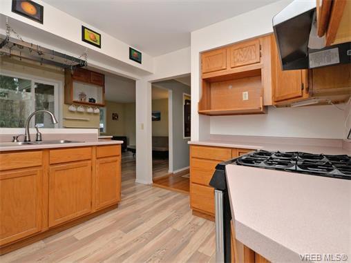 Photo 4: Photos: 985 Haslam Avenue in VICTORIA: La Glen Lake Single Family Detached for sale (Langford)  : MLS®# 374186