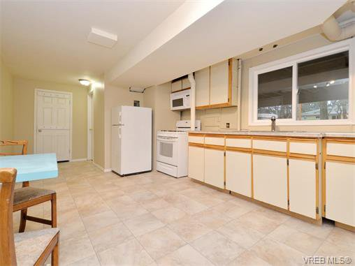 Photo 12: Photos: 985 Haslam Avenue in VICTORIA: La Glen Lake Single Family Detached for sale (Langford)  : MLS®# 374186