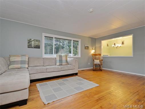 Photo 2: Photos: 985 Haslam Avenue in VICTORIA: La Glen Lake Single Family Detached for sale (Langford)  : MLS®# 374186