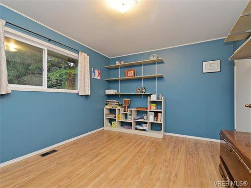 Photo 10: Photos: 985 Haslam Avenue in VICTORIA: La Glen Lake Single Family Detached for sale (Langford)  : MLS®# 374186