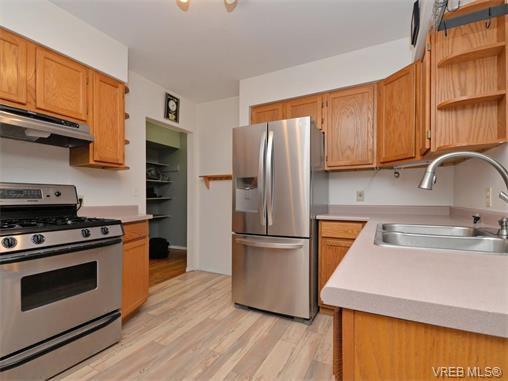 Photo 3: Photos: 985 Haslam Avenue in VICTORIA: La Glen Lake Single Family Detached for sale (Langford)  : MLS®# 374186