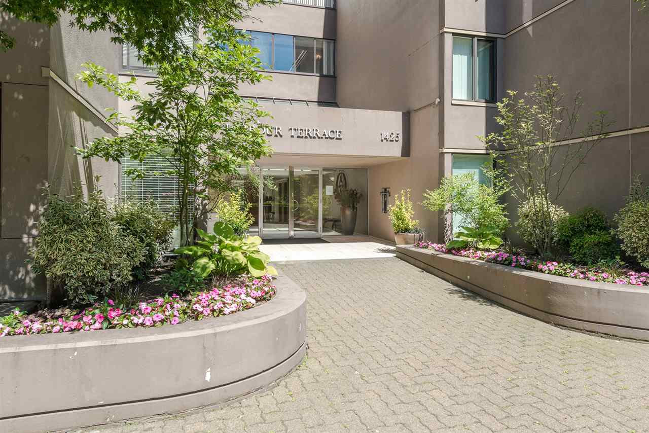 """Main Photo: 62 1425 LAMEY'S MILL Road in Vancouver: False Creek Condo for sale in """"HARBOUR TERRACE"""" (Vancouver West)  : MLS®# R2182200"""
