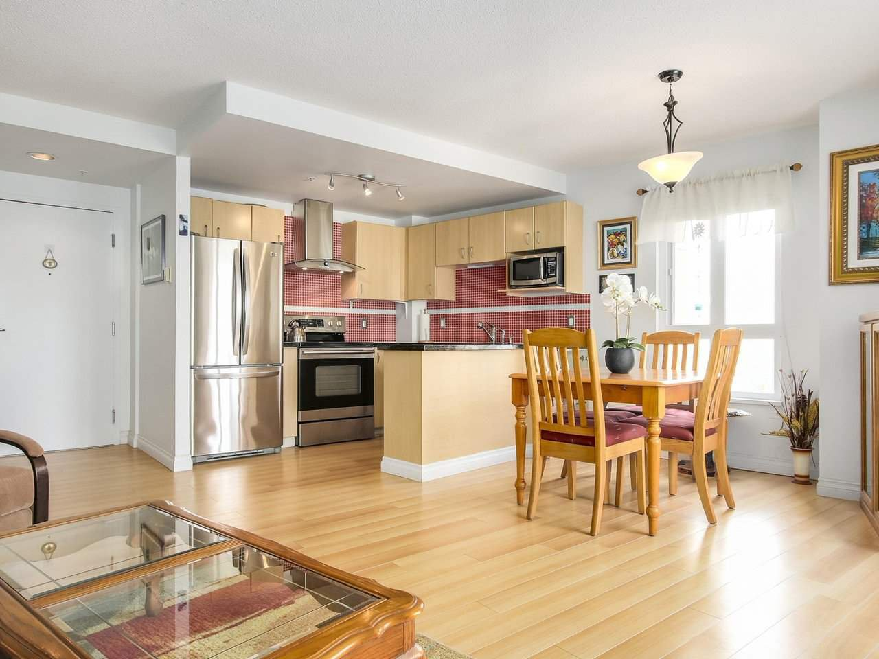 """Photo 10: Photos: 801 121 W 15TH Street in North Vancouver: Central Lonsdale Condo for sale in """"ALEGRIA"""" : MLS®# R2196958"""