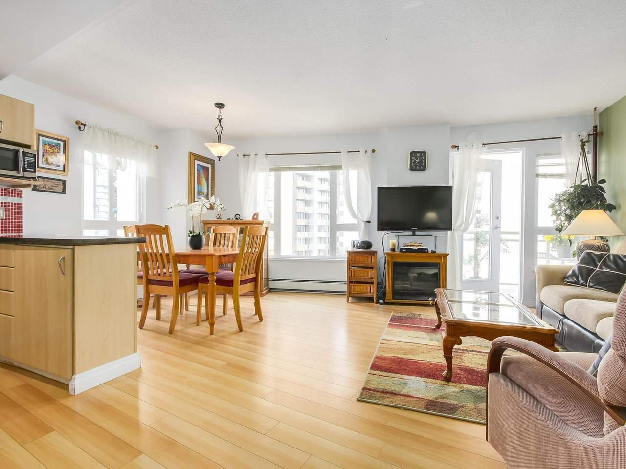 """Photo 9: Photos: 801 121 W 15TH Street in North Vancouver: Central Lonsdale Condo for sale in """"ALEGRIA"""" : MLS®# R2196958"""