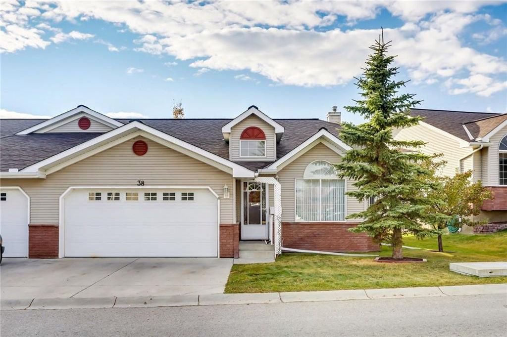 Main Photo: 38 SCOTIA Landing NW in Calgary: Scenic Acres House for sale : MLS®# C4142062