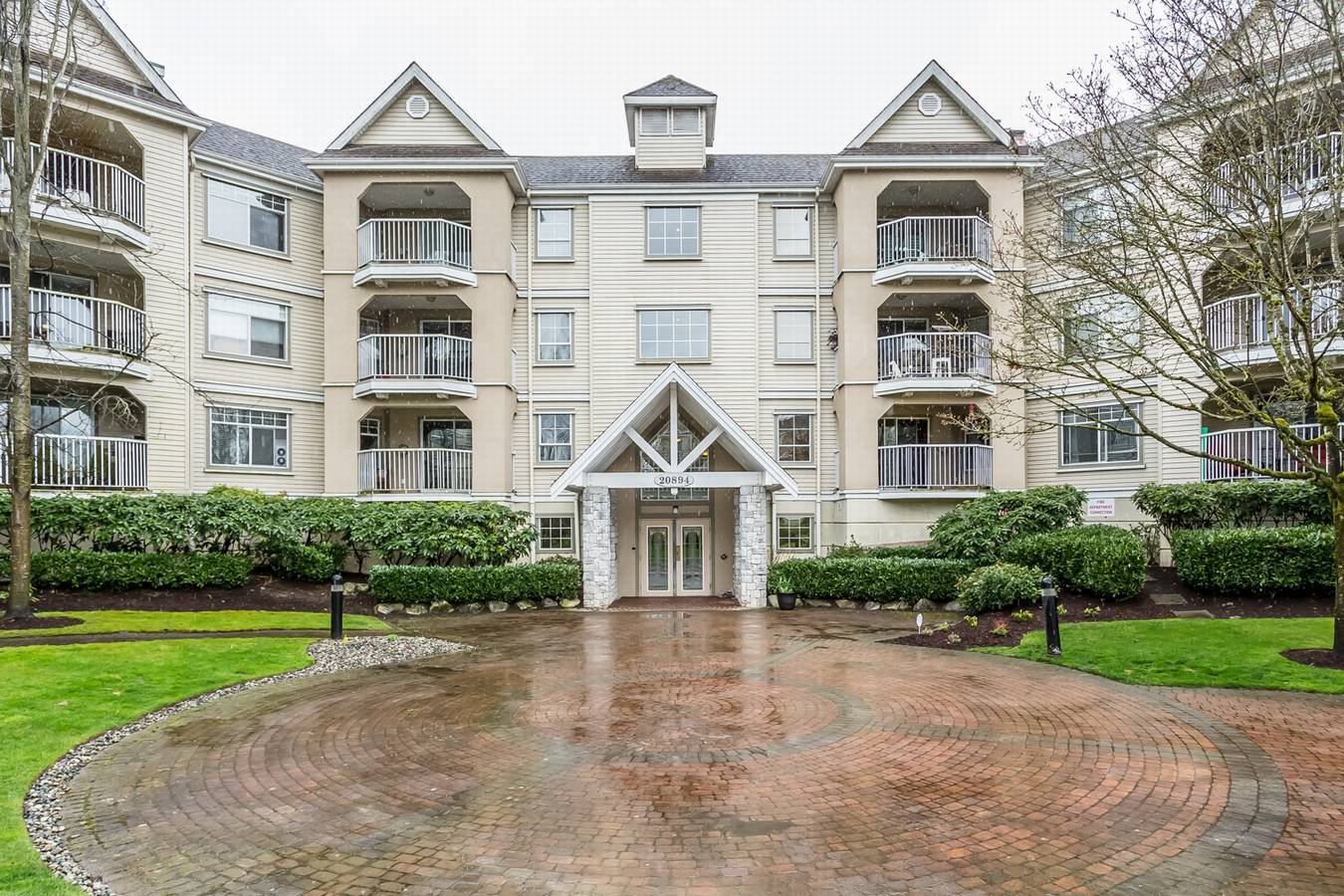 "Main Photo: 215 20894 57 Avenue in Langley: Langley City Condo for sale in ""BAYBERRY LANE"" : MLS®# R2254851"
