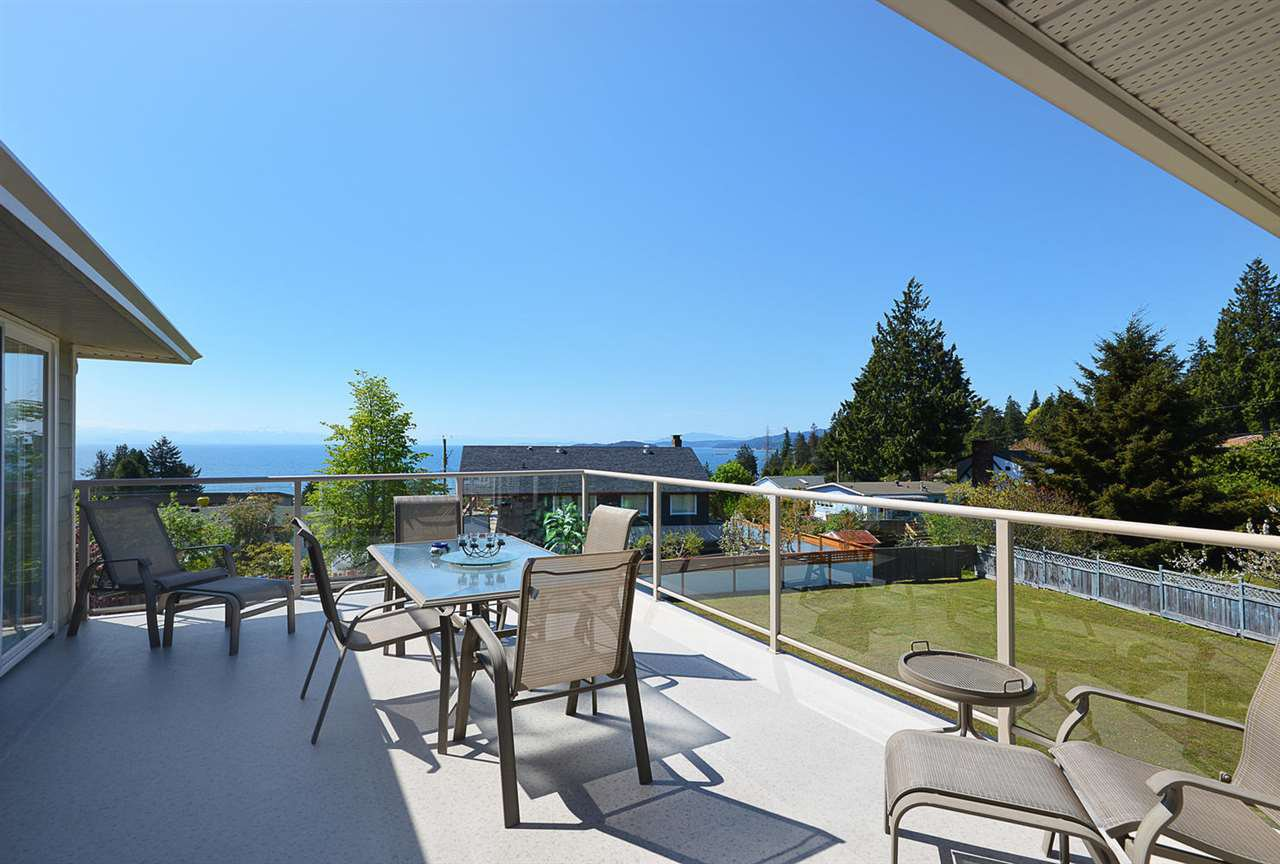 Photo 18: Photos: 4797 TAMARACK Place in Sechelt: Sechelt District House for sale (Sunshine Coast)  : MLS®# R2262210