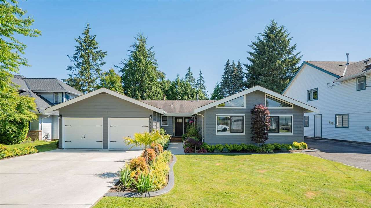 Main Photo: 20318 94B Avenue in Langley: Walnut Grove House for sale : MLS®# R2279663