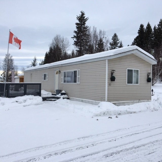 """Photo 1: Photos: 10 3211 GOOK Road in Quesnel: Red Bluff/Dragon Lake Manufactured Home for sale in """"DRAGON LAKE ESTATES"""" (Quesnel (Zone 28))  : MLS®# R2334362"""